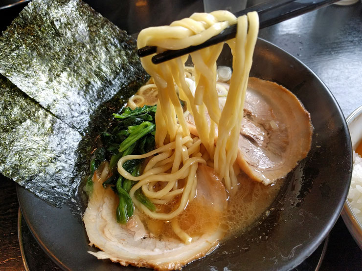麺や武吉兆 ラーメン 麺は中太