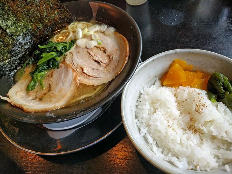 麺や武吉兆 ラーメンライス アップ