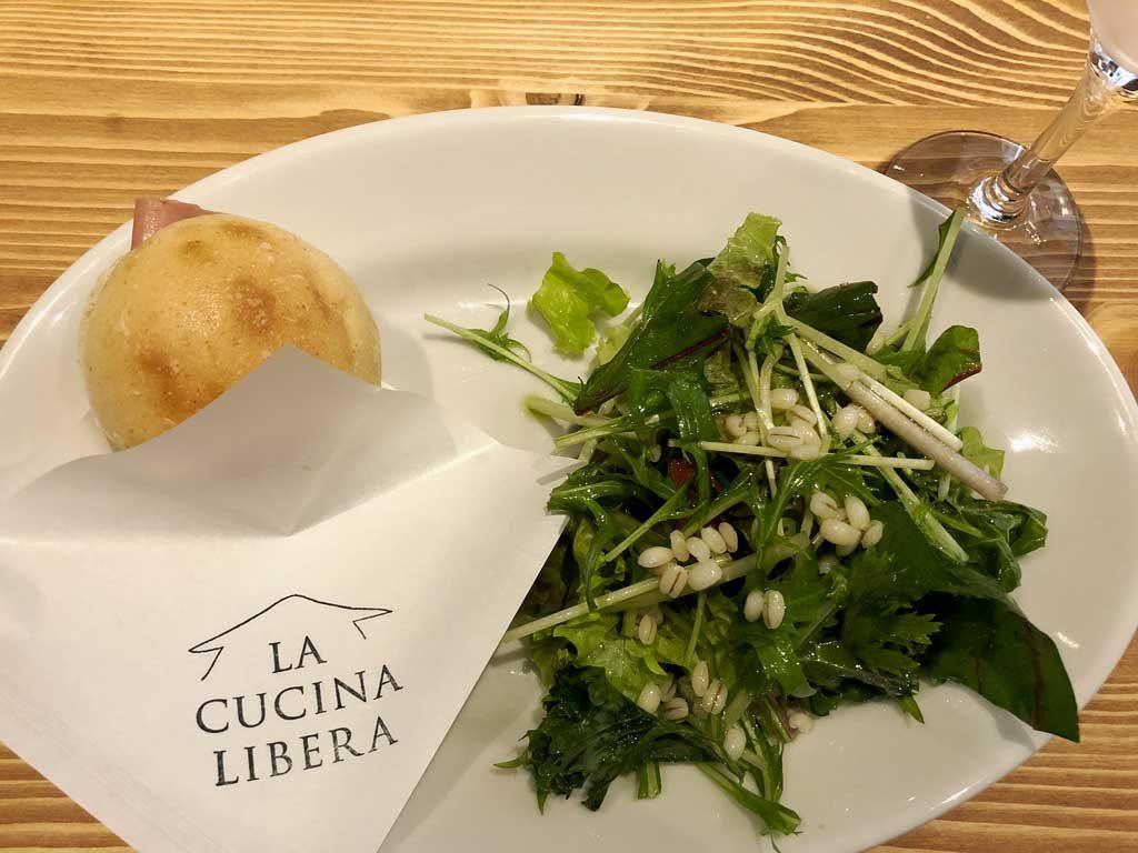 LA-CUCINA-LIBERA_新潟県産野菜サラダとイタリア産ミニパニーノ