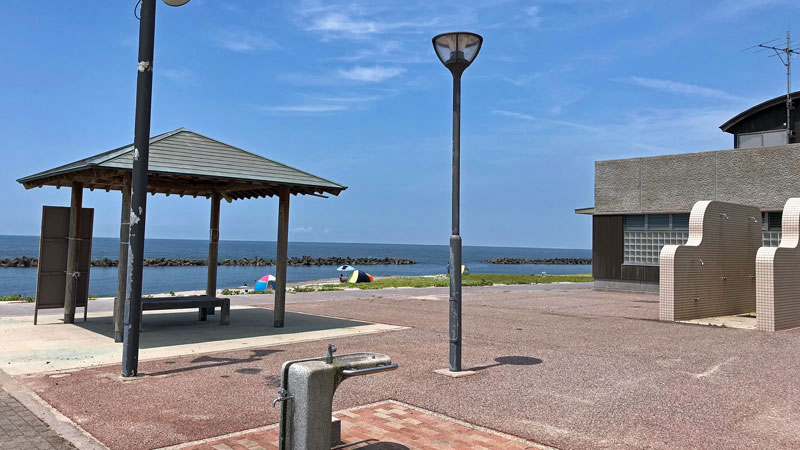 瀬波温泉海水浴場南口施設