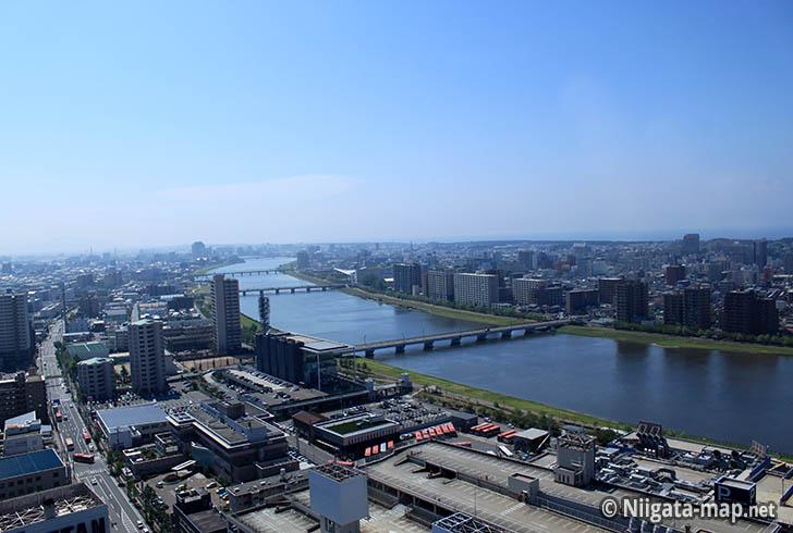 レインボータワー眺め_信濃川