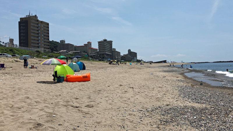 瀬波温泉海水浴場北口海岸