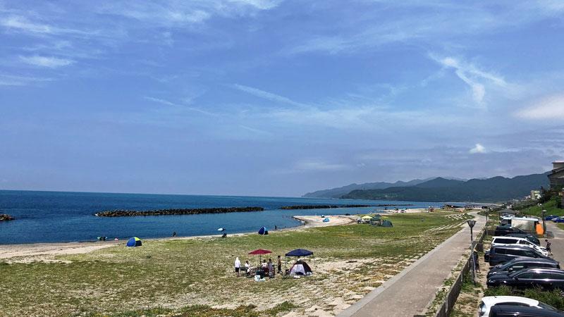 瀬波温泉海水浴場南口海岸