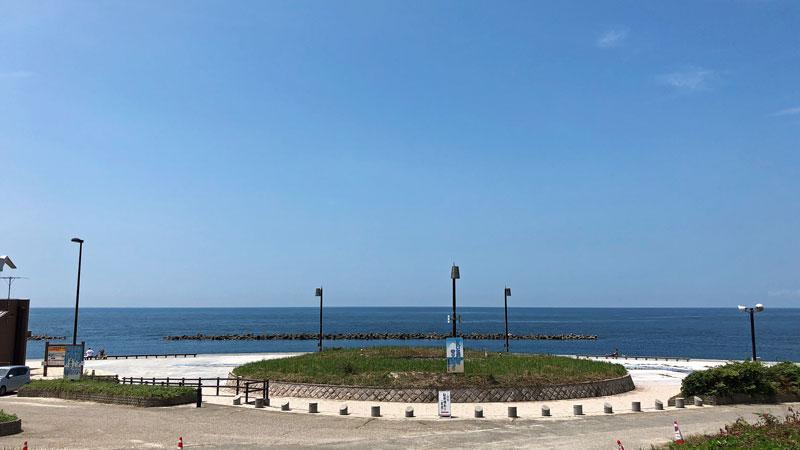 瀬波温泉海水浴場北口広場