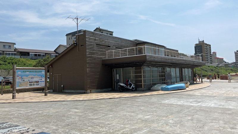 瀬波温泉海水浴場北口施設