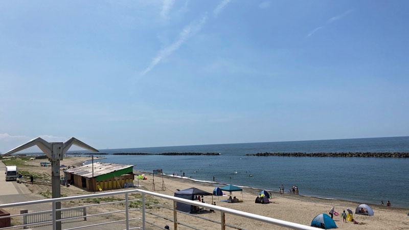 瀬波温泉海水浴場北口広場南側
